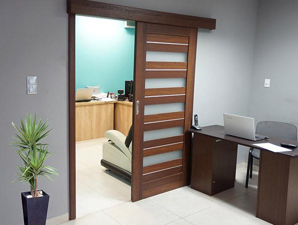 Posuvný systém určený pro dveře Windoor
